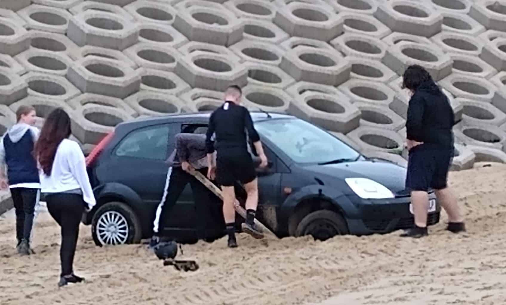 Car stuck on beach – Help Needed